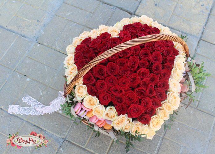 корзина сердце из роз фото странице
